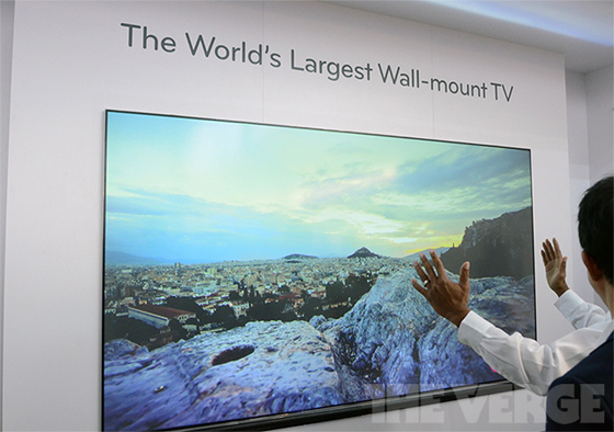 LG Hecto Lazer TV 100 inç'lik görüntüyü yaklaşık 50 cm. mesafeden yansıtıyor