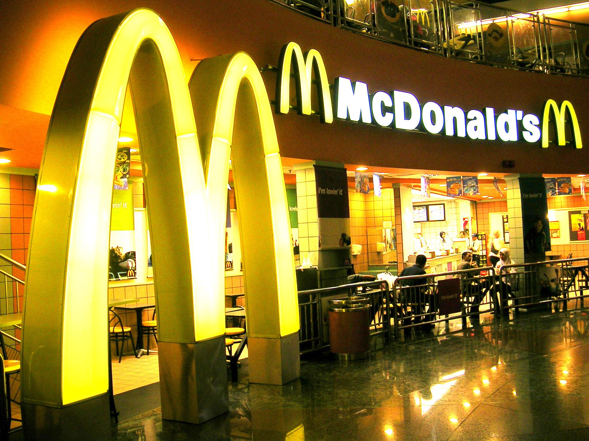 McDonald's Birleşik Krallık'taki restoranlarında Qi kablosuz şarj hizmeti sunacak