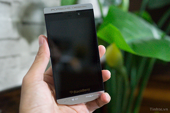 blackberry-10-porsche-design-030813-1