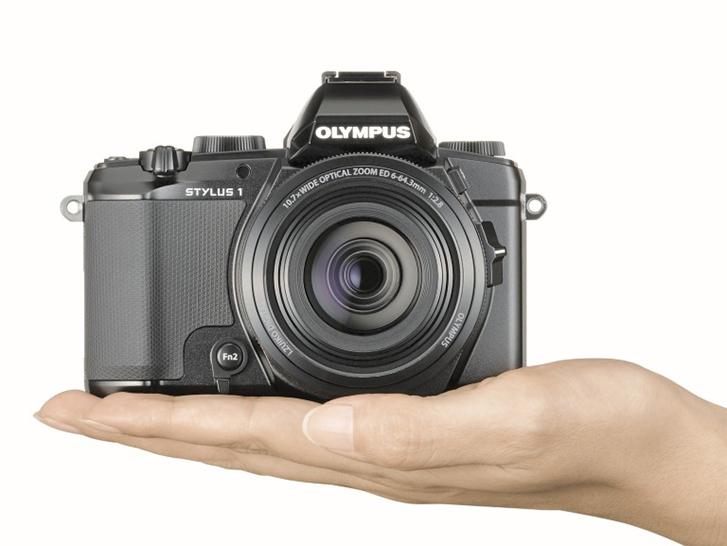 Olympus Stylus 1: 28-300 mm f/2.8 lensli kompakt makine