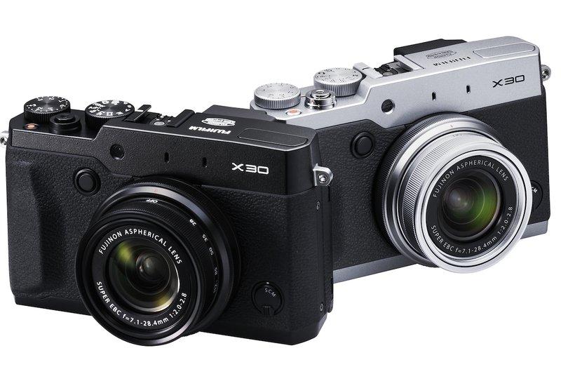 Fujifilm üst sınıf kompakt makine X30'u elektronik vizör ve menteşeli ekranla sunuyor