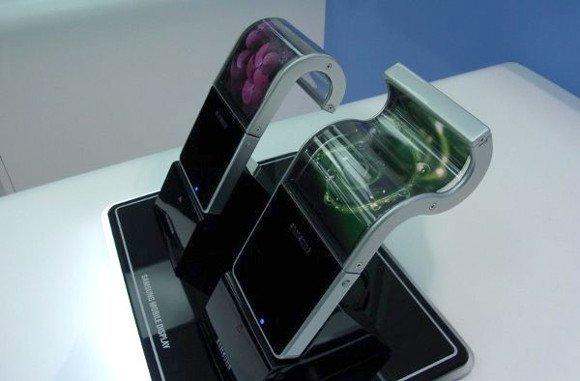 Samsung 2015'te katlanabilir akıllı telefonlar için ekran üretimini artıracak