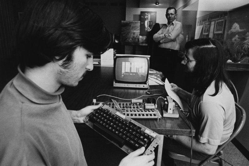 Steve Jobs'un satışını bizzat gerçekleştirdiği Apple-1 bilgisayar için 1 milyon dolar ödenebilir