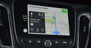 CarPlay Siri ve Apple Harita ile yeni özellikler kazanıyor