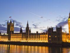 """Birleşik Krallık: Facebook, Google ve Twitter terörle mücadelede """"kasten"""" yetersiz kalıyor"""