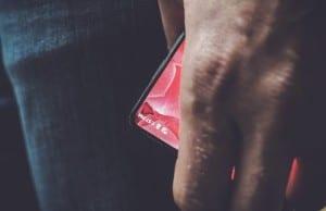 Google'dan Eric Schmidt Essential telefonunun Android ile çalışacağını doğruladı