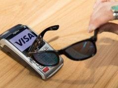 Visa temassız kartı güneş gözlüğüne yerleştirdi