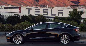 Tesla Model 3 üretiminde hedefi tutturmak için 7/24 çalışacak