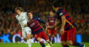 FIFA giyilebilir ürünler ile sahadaki futbolcuları takip etmek istiyor