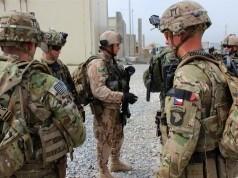 Rusya NATO askerlerinin telefonlarındaki bilgileri ele geçirmeye çalışıyor
