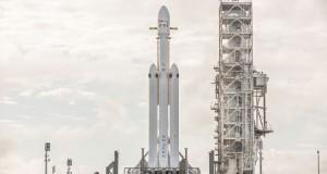 Elon Musk Falcon Heavy'nin ilk görevi öncesinde riskleri hatırlattı