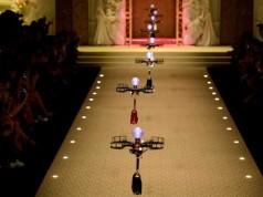 Dolce & Gabbana defilesinde çantaları mankenler yerine drone'lar taşıdı