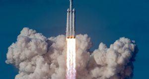 Falcon Heavy'nin merkez ateşleyicisi okyanusa çakıldı