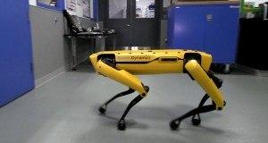 Boston Dynamics'in robotu kapıyı açıyor, arkadaşı için onu tutuyor – Video