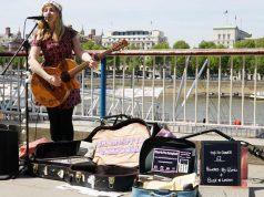 Londra'daki sokak müzisyenleri kart ve mobil ödeme yoluyla bağış toplayacak