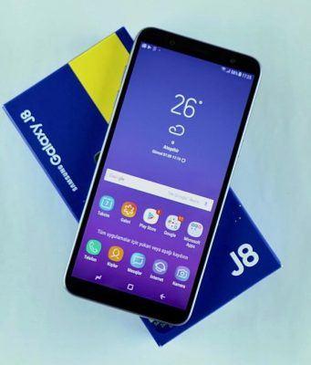 Video: Samsung Galaxy J8 Kutusundan Çıkıyor (Ön İnceleme)
