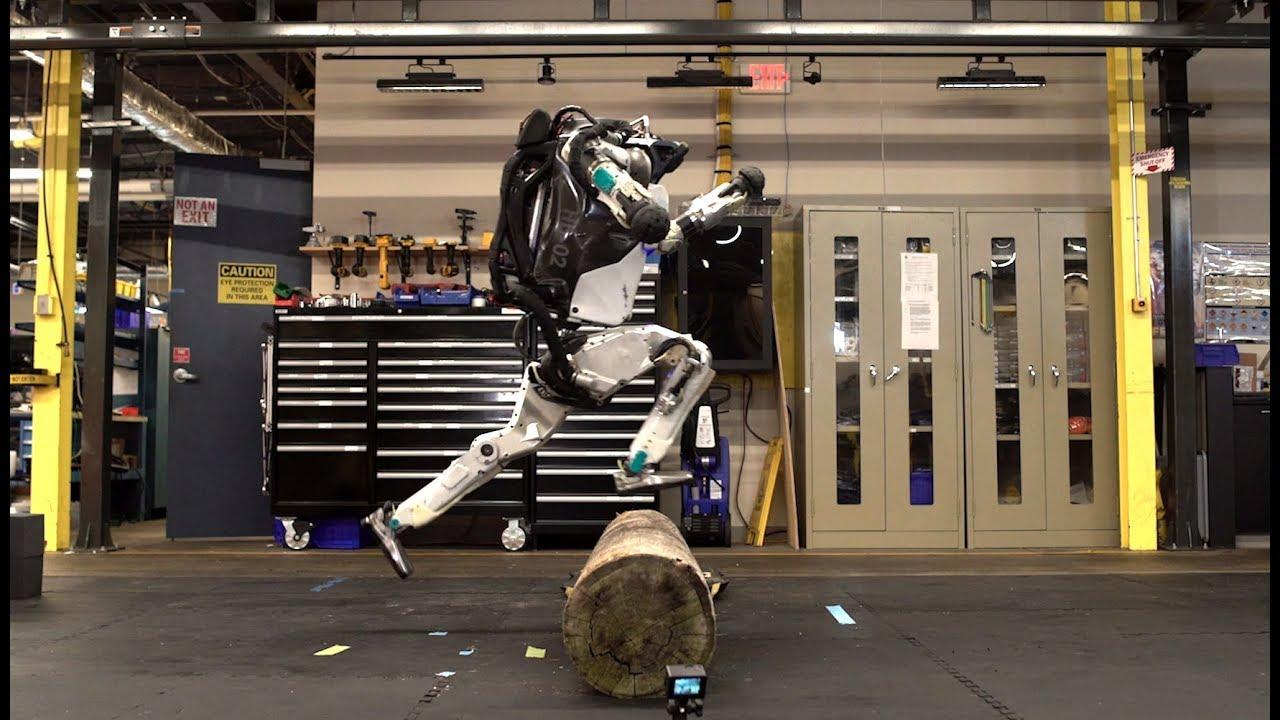 Boston Dynamics'in robotu bu sefer engelli parkurda koşuyor - Video