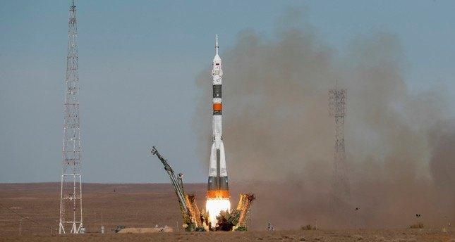 Soyuz roketi fırlatılırken arızalandı, taşıdığı kapsül acil iniş yaptı